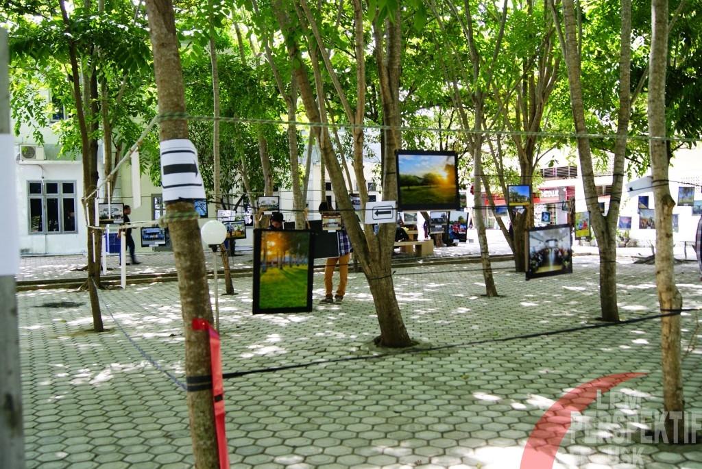Pameran Foto di Area Hijau Fakultas Ekonomi
