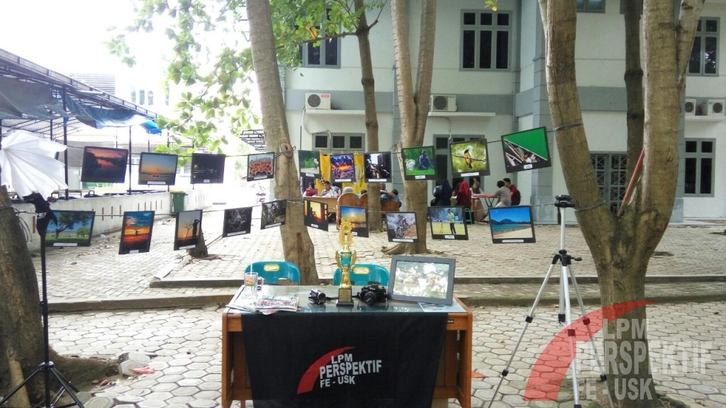 UKM FEB BUKA STAND OPEN RECRUITMENT DI AREA HIJAU KAMPUS