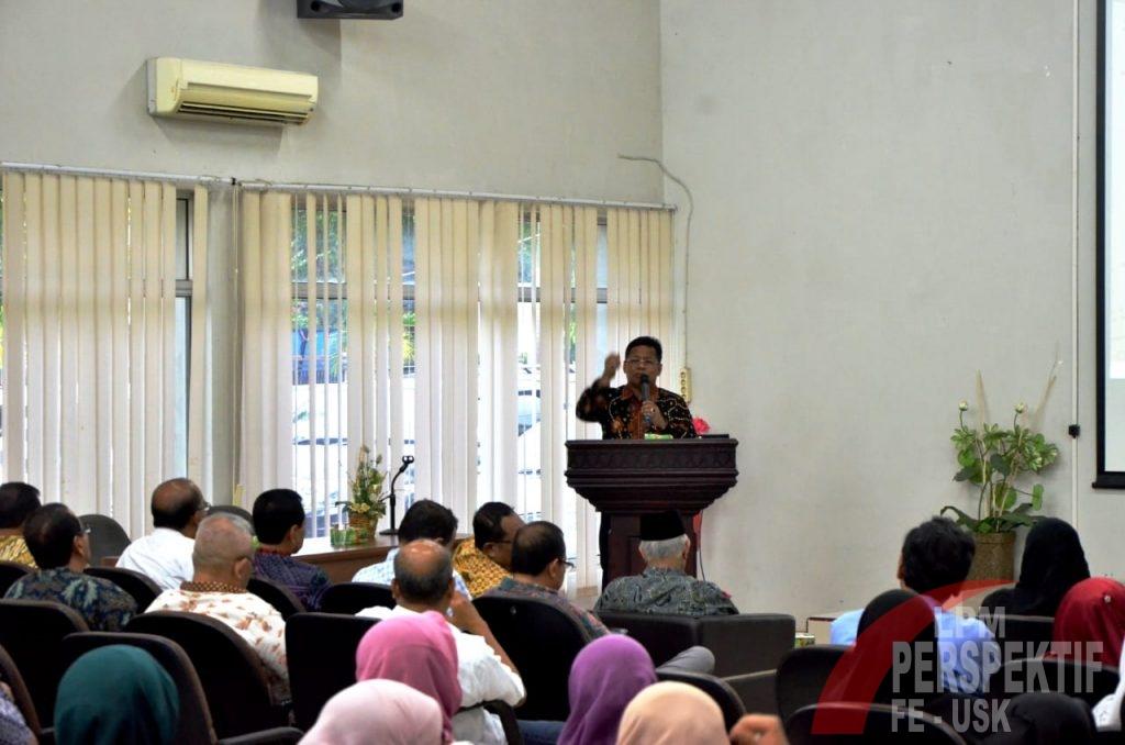 Dekan Kukuhkan Aminullah sebagai Ketum Reuni Akbar dan HUT FEB Unsyiah Ke-60