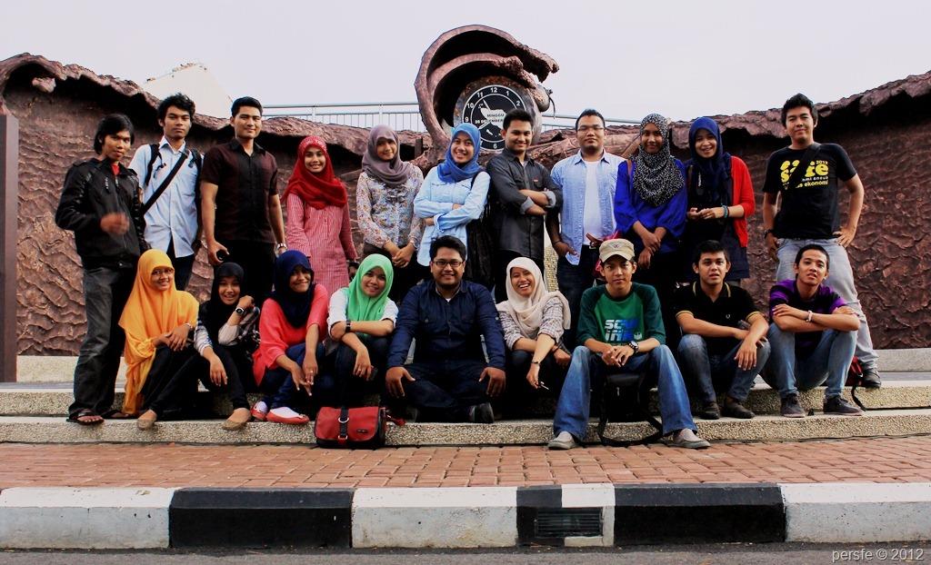 City tour keluarga Perspektif ke monumen tsunami PLTD Apung (Sabtu, 13/10/12)