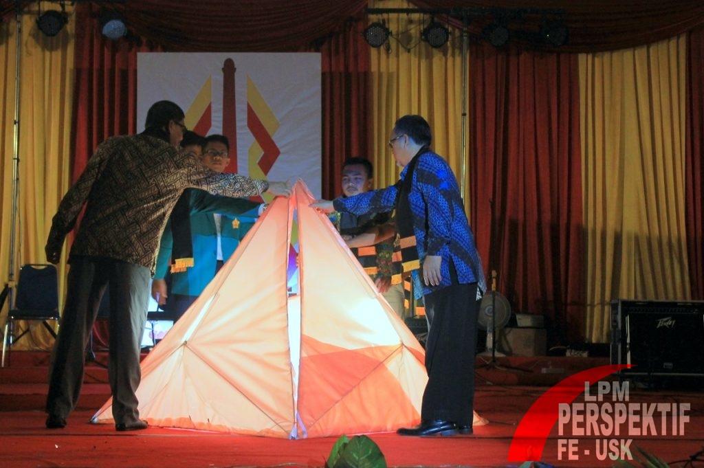 Penutupan Unsyiah Fair XI Oleh Wakil Dekan III, Ketua BEM Unsyiah, dan Ketua Panitia (Jauhar/Perspektif)